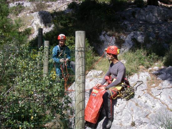 le puits naturel dans la calanque