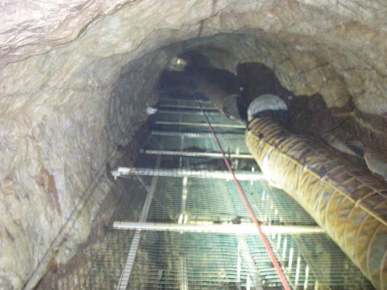 les echelles du puits d'accés 45m